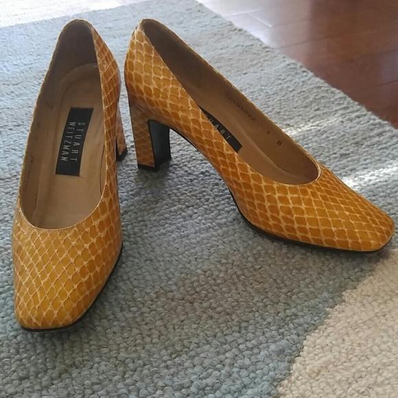 49216931ba4cf Vintage Stuart Weitzman yellow crocodile pumps